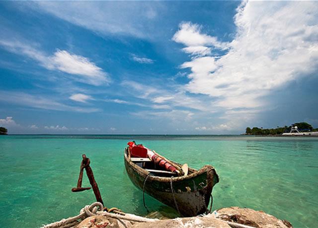 islas-del-rosario-colombia-barca