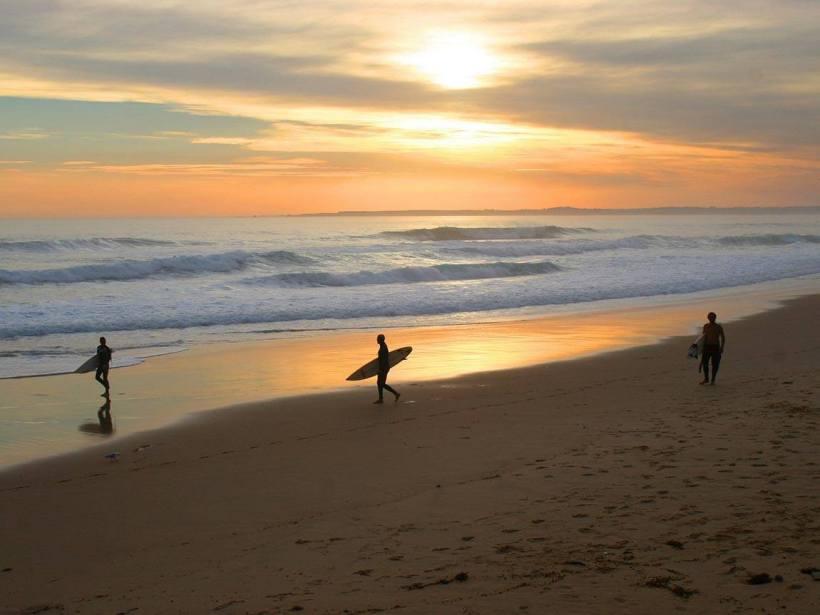 Australia-surfers